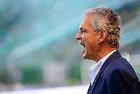 CALI - COLOMBIA - 23 - 01 -2015: Reinaldo Rueda, técnico de Atletico Nacional, durante partido de ida entre Deportivo Cali y Atletico Nacional, por la Super LigaLiga Aguila 2016 en el estadio Deportivo Cali (Palmaseca) de la ciudad de Cali.  / Reinaldo Rueda, coach of Atletico Nacional, during a match for the first round between Deportivo Cali and Atletico Nacional, for the Super Liga Aguila 2016 at the Deportivo Cali (Palmaseca) stadium in Cali city. Photo: VizzorImage /  NR / Cont.