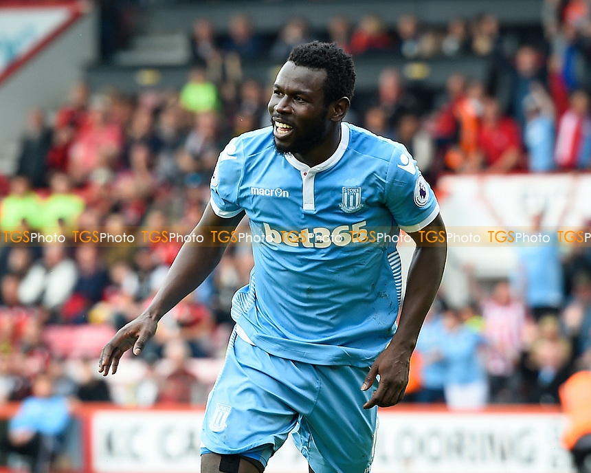 Mame Biram Diouf of Stoke City celebrates after scoring the decond Stoke City goal during AFC Bournemouth vs Stoke City, Premier League Football at the Vitality Stadium on 6th May 2017