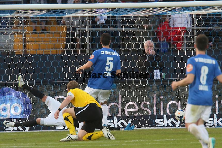 Christian Müller (Bielefeld) zieht ab und erzielt das 0:1 - SV Darmstadt 98 vs. Armina Bielefeld, Stadion am Böllenfalltor