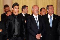 MADRI, ESPANHA, 05 DEZEMBRO 2012 - PREMIACAO MELHORES DO ESPORTE ESPANHOL - O jogador portugues do Real Madrid Cristiano Ronaldo (E) e o treinador da selecao da Espanha Vicente Del Bosque durante cerimonia de entrega do Premio Melhores do Esporte Espanhol, no Palacio El Pardo em Madri, capital da Espanha, nesta quarta-feira, 19. (FOTO: ALEX CID FUENTES / ALFAQUI / BRAZIL PHOTO PRESS).
