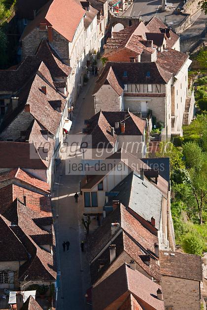 Europe/Europe/France/Midi-Pyrénées/46/Lot/Rocamadour: Vue sur les toits du village et la Porte du Figuier