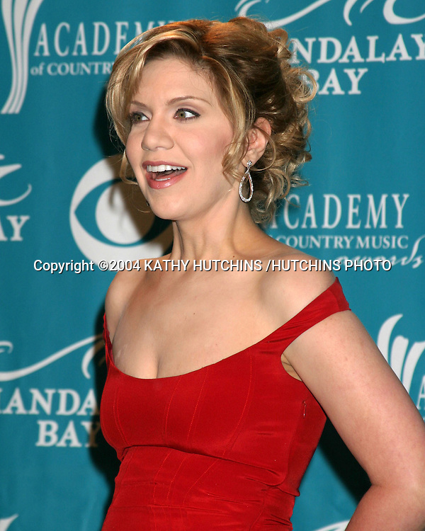 ©2004 KATHY HUTCHINS /HUTCHINS PHOTO.39TH ACADEMY OF COUNTRY MUSIC AWARDS.MAY 26, 2004.LAS VEGAS, NV..ALISON KRAUSS