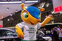 ATENCAO EDITOR IMAGEM EMBARGADA PARA VEICULOS - SAO PAULO, SP, 23 OUTUBRO 2012 - SALAO INTERNACIONAL DO AUTOMOVEL - Mascote Oficial da Copa do Mundo Fifa no 27 Salao Internacional do Automovel em Sao Paulo, no Anhembi regiao norte da capital paulista, nesta terca-feira, 23. O salao sera aberto ao público de 24 de outubro a 04 de novembro. Pela primeira vez, o salao brasileiro, inaugurado em 1906, tera dois lancamentos de veiculos globais e contara com varios executivos do primeiro escalao das principais fabricantes mundiais como Volkswagen, General Motors e Honda. O evento deste ano terá participacao recorde de 49 marcas e 500 modelos expostos. (FOTO: VANESSA CARVALHO / BRAZIL PHOTO PRESS).