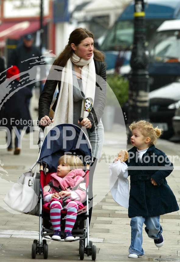 LONDON <br /> PICTURES BY: PERSIA/EAGLEPRESS<br /> PLEASE CREDIT ALL USES<br /> ----------------------------------<br /> JOOLS OLIVER WALKING WITH HER CHILDREN AND TEACHING THEM HOW TO HAVE FUN WITH  COOKIES. HER OLDER DAUGHTER LOOKS IDENTICAL TO HER!<br /> ----------------------------------<br /> CONTACT:  JAVIER MATEO <br /> 16 NORTH POLE ROAD<br /> LONDON W10 6QL<br /> MOBILE: +44 778651 4443<br /> EMAIL: photos@eaglephoto.co.uk