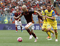 Calcio, Serie A: Roma vs ChievoVerona. Roma, stadio Olimpico, 8 maggio 2016.<br /> Roma's Radja Nainggolan, left, is chased by ChievoVerona's Giampiero Pinzi, center, and Fabrizio Cacciatore, during the Italian Serie A football match between Roma and ChievoVerona at Rome's Olympic stadium, 8 May 2016.<br /> UPDATE IMAGES PRESS/Isabella Bonotto