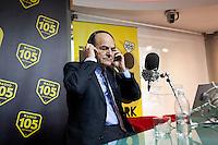 Milano: Pier Luigi Bersani durante l'intervista a Radio 105