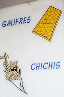 France, Pas-de-Calais (62), Côte d'Opale, Berck : Enseigne d'une boutique de gaufres   //   France, Pas de Calais, Cote d'Opale (Opal Coast), Berck:  Teaches a waffle shop