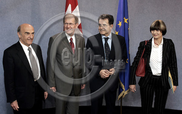 BRUSSELS - BELGIUM - 19 MAY 2004--Swiss EU Summit at the EU-Commission.--Romano PRODI the President of the EU-Commission welcoming the Swiss delegatio. Hans-Rudolf MERZ (L) Finance Minister, Joseph DEISS, the President of the Swiss Confederation and Micheline CALMY-REY, Foreign Minister. -- PHOTO: JUHA ROININEN / EUP-IMAGES