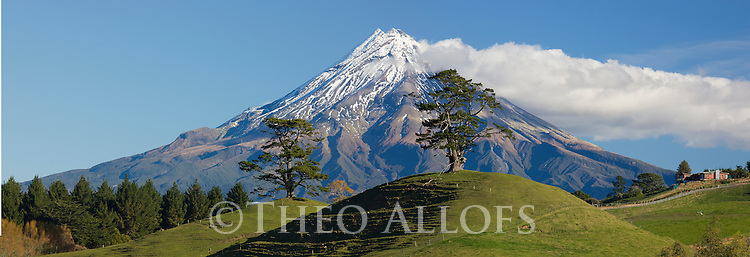 Mount Egmont (Mount Taranaki), Egmont National Park, North Island, New Zealand