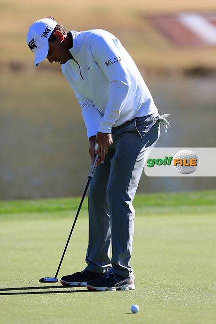 Charles Howell III (USA) putts on the 9th green during Saturday's Round 3 of the 2017 CareerBuilder Challenge held at PGA West, La Quinta, Palm Springs, California, USA.<br /> 21st January 2017.<br /> Picture: Eoin Clarke | Golffile<br /> <br /> <br /> All photos usage must carry mandatory copyright credit (&copy; Golffile | Eoin Clarke)