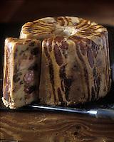 Europe/France/Rhone-Alpes/74/Haute-Savoie/Megève: Farcement (plat typique savoyard) à base de pomme de terre, lard, raisins secs et pruneaux par Mr Fournet (charcutier-traiteur)