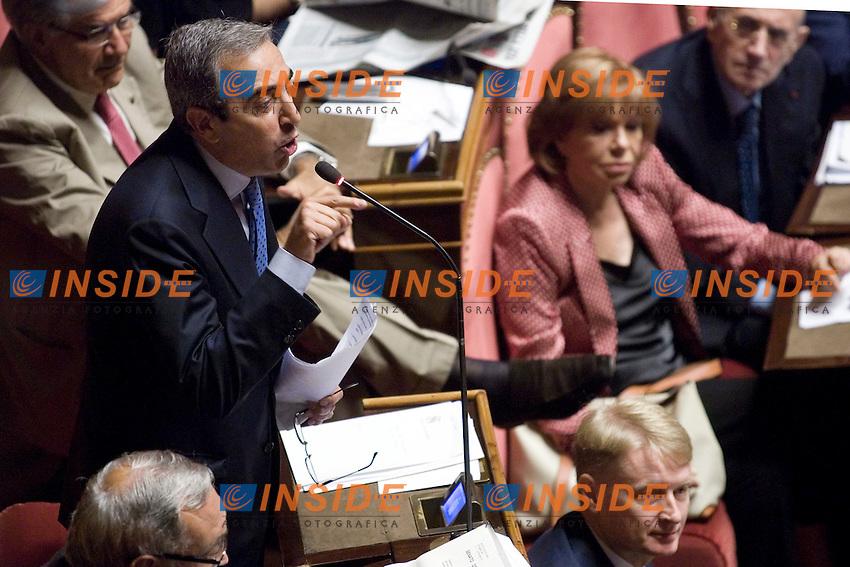 VOTO DI FIDUCIA AL SENATO  SUL DECRETO LEGGE RIGUARDATE IL PROCESSO LUNGO..NELLA FOTO MAURIZIO GASPARRI DURANTE LE DICHIARAZIONI DI VOTO DEL PDL..ROMA 29 LUGLIO  2011..PHOTO  SERENA CREMASCHI INSIDEFOTO..............................