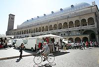 Una veduta di Piazza della Frutta a Padova.<br /> A view of Piazza della Frutta in Padua.<br /> UPDATE IMAGES PRESS/Riccardo De Luca