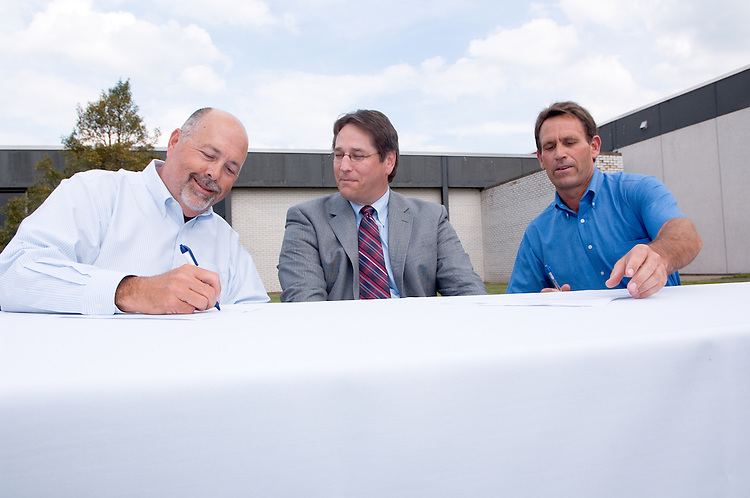 18210McBee Building Community Celebration: Diagnostic Hybrids: Graduation Ceremony & Lease signing... Diagnostic Hybrids,CEO David Scholl(middle)