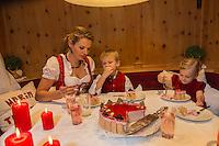 Europe, Autriche, Tyrol (Land), Tyrol du Nord, Hall en Tyrol:  Nol de la famille Rothensteiner - Gartenhotel Maria Theresia // Europe, Austria, Tyrol (state), Hall in Tirol: Rothensteiner  family Christmas - Gartenhotel Maria Theresia<br /> Auto:N° 2014-176