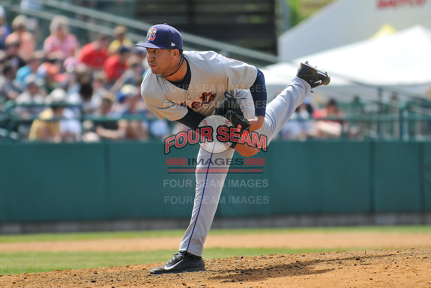 John Velasquez (33) of the Binghamton Mets follows through on a pitch during a game against the New Britain Rock Cats at New Britain Stadium on June 1, 2014 in New Britain, Connecticut.  New Britain defeated Binghamton 6-1.  (Gregory Vasil/Four Seam Images)
