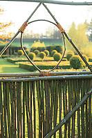 Jardin de la Ferme du Mont des R&eacute;collets:<br /> portillon fait en branches de saule vers le jardin des carr&eacute;s de buis. // France, garden of Ferme du Mont des R&eacute;collets, gate made of green willow branches