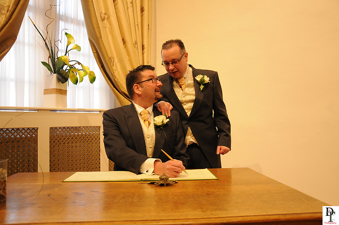 Southampton Registry office Wedding of Andy Smith &amp; Steve 25.3.17.<br />