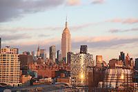 Blick auf das Empire State Building von der Norwegian Breakaway am Manhattan Cruise Terminal