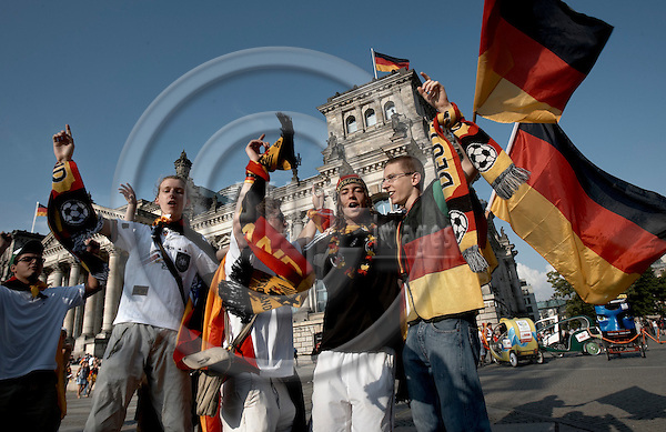 "BERLIN - GERMANY 20. JUNE 2006 -- FIFA World Cup 2006 - Germany - Ecuador 3-0 - German football fans celebrating the result in front of the Reichtag -- PHOTO: CHRISTIAN T. JOERGENSEN /  EUP & IMAGES..This image is delivered according to terms set out in ""Terms - Prices & Terms"". (Please see www.eup-images.com for more details)"