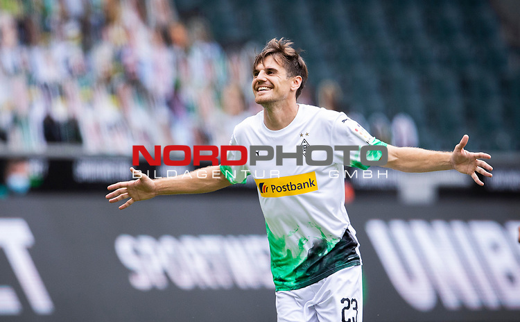 Jonas Hofmann (Bor. Moenchengladbach) (23) schiesst das 1:0 Tor und jubelt ausgelassen.<br />