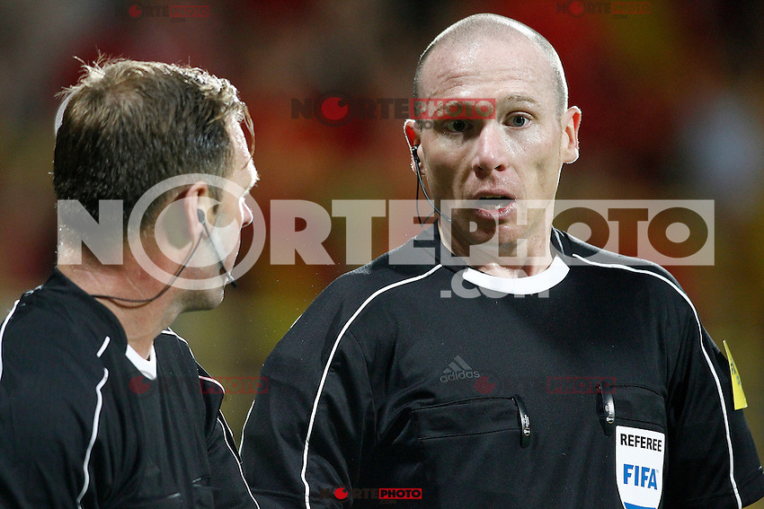 Referee Lee Evans (r) with his line referee during FIFA World Cup 2018 Qualifying Round match. September 5,2016.(ALTERPHOTOS/Acero) /NORTEPHOTO