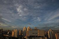 SAO PAULO, SP, 06/03/2013, CLIMA TEMPO. Amanhecer vista a partir do bairo da Mooca regiao leste da cidade de Sao Paulo nesta quarta-feira,06. FOTO: LUIZ GUARNIERI/ BRAZIL PHOTO PRESS.