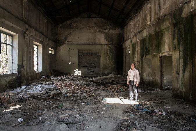 Elektrizitätswerk Gjirokastra, 1930er Jahre, Südalbanien, 2013, Strom wird  in Albanien hauptsächlich aus Wasserkraft gewonnen. Zu kommunistischen Zeiten wurde das Land elektrifiziert. Die Infrastruktur kann aber mit dem hohen Verbrauch heutzutage nicht mithalten