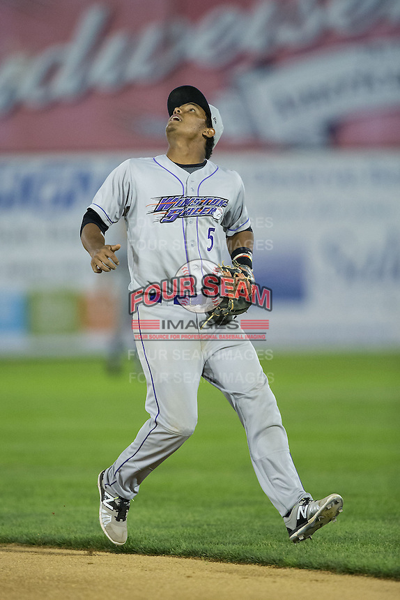 Winston-Salem Dash second baseman Cleuluis Rondon (5) on defense against the Salem Red Sox at LewisGale Field at Salem Memorial Ballpark on May 13, 2015 in Salem, Virginia.  The Red Sox defeated the Dash 8-2.  (Brian Westerholt/Four Seam Images)