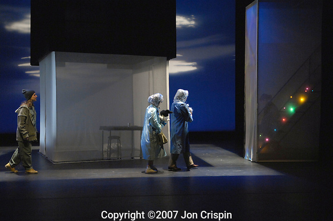 """Smith College production of """"Flip Side""""..© 2007 JON CRISPIN .Please Credit   Jon Crispin.Jon Crispin   PO Box 958   Amherst, MA 01004.413 256 6453.ALL RIGHTS RESERVED"""