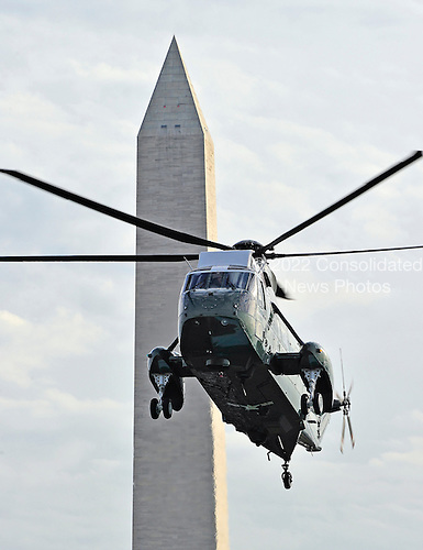 Marine 1, with United States President Barack Obama aboard, arrives on the South Lawn of the White House on Friday, November 30, 2012 following travel to Hatfield, Pennsylvania to make remarks in favor of continuing the middle class tax cut..Credit: Ron Sachs / CNP