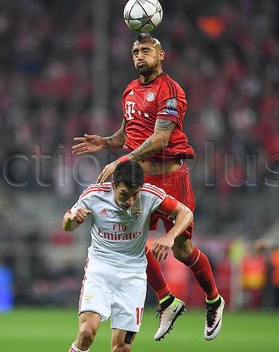 05.04.2016. Munich, Germany. UEFA Champions League FC Bavaria Munich versus Benfica Lisbon.  Arturo Vidal (FC Bayern Munich) wins th eheader over Nicolas Gaitan (Benfica)