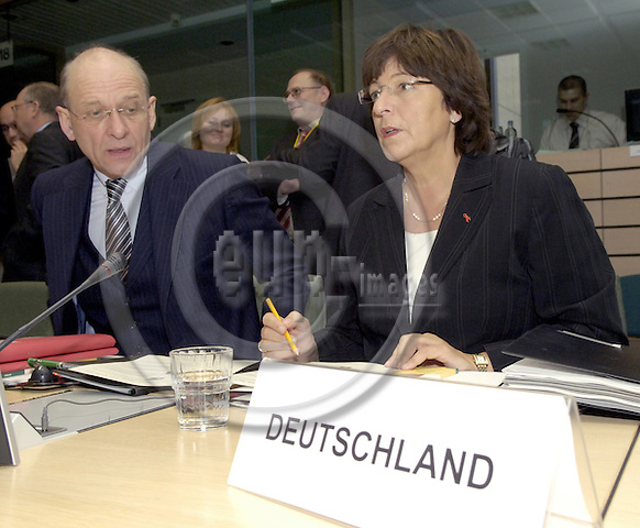 Brussels-Belgium - 13 July 2005---European Ministers for Health meet at EU-Council level; here, Ulla SCHMIDT (ri), Federal Minister for Health of Germany, with Dr. Klaus Theo SCHRÖDER (Schroeder) (le), Permanent State Secretary at the Federal Ministry of Health---Photo: Horst Wagner/eup-images