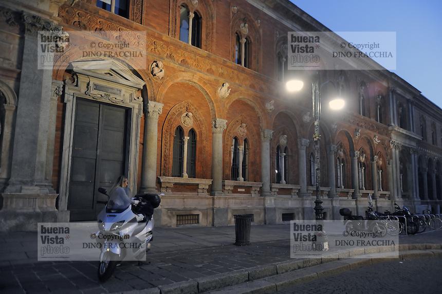 - Milan, front of State University<br /> <br /> - Milano, facciata dell'Universit&agrave;&nbsp; Statale