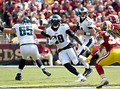 Philadelphia Eagles running back LeGarrette Blount (29) carries the ball in the first quarter against the Washington Redskins at FedEx Field in Landover, Maryland on Sunday, September 10, 2017.<br /> Credit: Ron Sachs / CNP