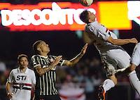 SAO PAULO SP, 03 Julho 2013 - Sao Paulo  X Corinthians.   Lance   durante primeira partida da final da recopa sulamericana  de 2013  no Estadio do Morumbi em  Sao Paulo, nesta quarta , 03. (FOTO: ALAN MORICI / BRAZIL PHOTO PRESS).