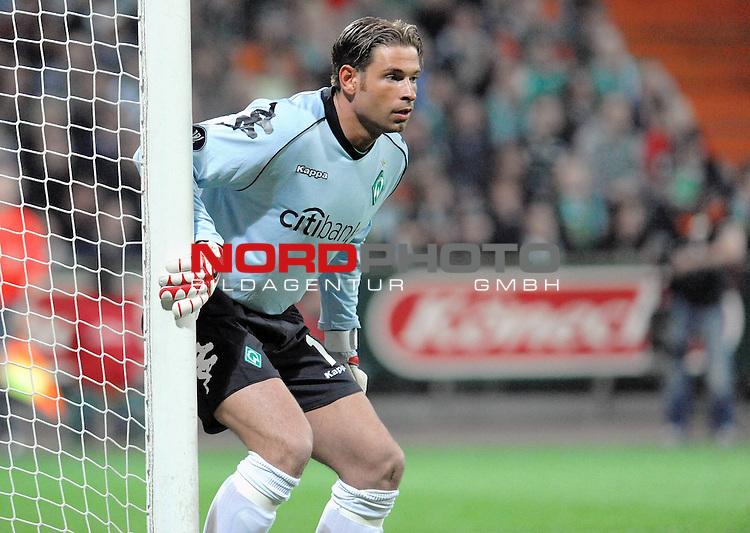UEFA CUP 2008/2009<br /> Viertelfinale 1/4 Weserstadion 09.04.2009<br /> Werder Bremen (GER) - Udinese Calcio (ITA) 3:1 ( 1:0 )<br /> <br /> Keeper Tim Wiese ( Bremen GER #1)<br /> <br /> Foto &copy; nph (  nordphoto  )