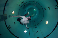 Photographer Fredrik Naumann freediving in Navy tank at Haakonsvern, photographed by Trond Klimek