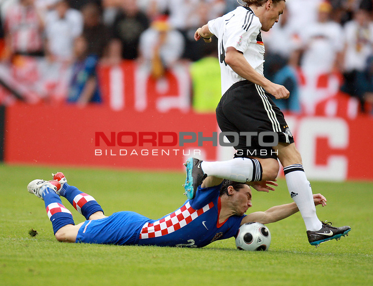 UEFA Euro 2008 Group B Klagenfurt - W&ouml;rthersee Match 11  Stadion Woerthersee<br /> Kroatien ( CRO ) - Deutschland ( GER ) <br /> <br /> Danijel Pranjic ( Croatia / Mittelfeldspieler / Midfielder / SC Heerenveen #22 ) gegen Clemens Fritz ( Germany / Mittelfeldspieler / Midfielder /  Werder Bremen #4) <br /> <br /> <br /> Foto &copy; nph (  nordphoto  )<br /> <br /> <br /> <br />  *** Local Caption ***