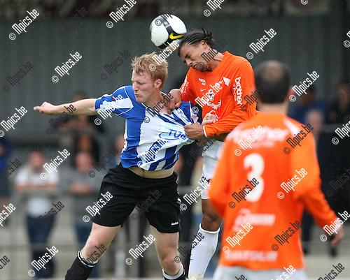 2008-07-17 / Voetbal / seizoen 2008-2009 / Verbroedering Geel-Meerhout / Jef Peeters (L, Geel-Meerhout) in een duel tijdens de oefenwedstrijd tegen Dender..Foto: Maarten Straetemans (SMB)