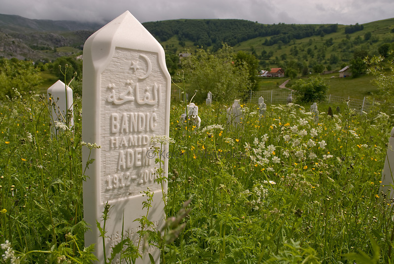 The cemetery in the village of Umoljani.