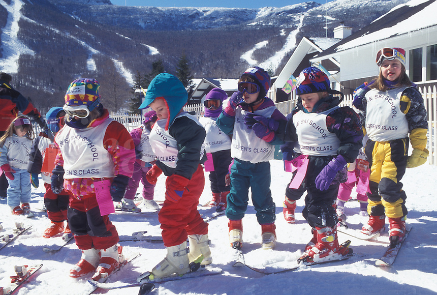 skiing, Stowe, Vermont, VT, Stowe Ski School, Children's classes, Stowe Mountain Resort, Spruce Mountain, snow, winter