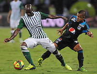 MEDELLÍN -COLOMBIA-17-11-2013. John Valoy (Izq.) de Atlético Nacional disputa el balón con Johnny Ramirez (Der.) de Millonarios durante el partido de la final de la Copa Postobón 2013 realizado en el estadio Atanasio Girardot de Medellín./ John Valoy (L) of Atletico Nacional fights for the ball with Johnny Ramirez (R) of Millonarios during the match of the final of Copa Postobon 2013 played at Atanasio Girardot stadium in Medellin. Photo: VizzorImage/Luis Ríos/STR