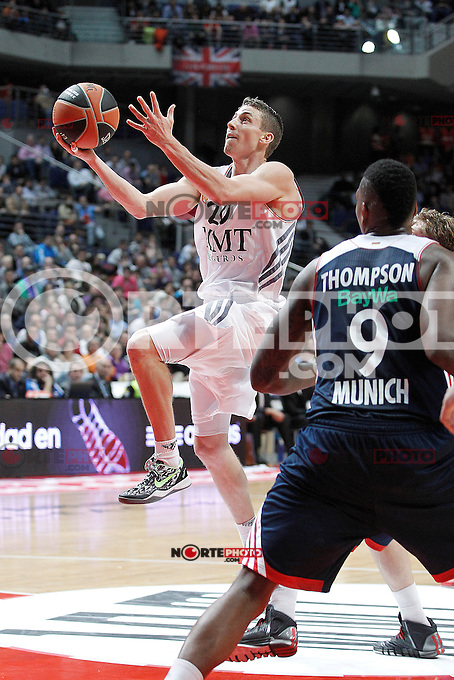 Basket Real Madrid´s Carroll (L) and Bayern Munich´s Thompson during Euroleague Basketball match in Palacio de los Deportes stadium in Madrid, Spain. January 15, 2014. (ALTERPHOTOS/Victor Blanco)