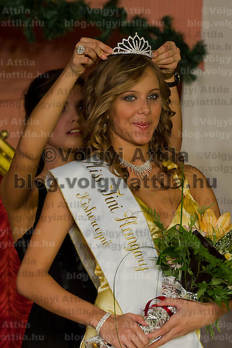 Edina Szommer is being crowned as the winner of the Teen Miss Hungary beauty contest held in Budapest, Hungary on December 29, 2011. ATTILA VOLGYI