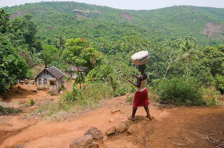 Woman carrying a basket in the village of Bathurst, near Freetown. Sierra Leone. Photo taken March 20, 2010.