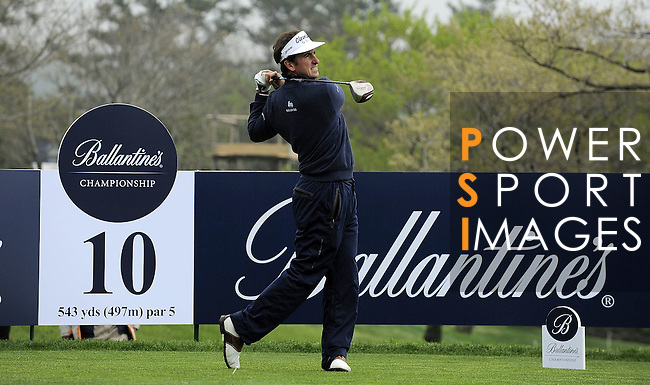JEJU, SOUTH KOREA - APRIL 22:  Gonzalo Fernandez-Castano of Spain tees off on the 10th hole during the Round One of the Ballantine's Championship at Pinx Golf Club on April 22, 2010 in Jeju island, South Korea.  Photo by Victor Fraile / The Power of Sport Images