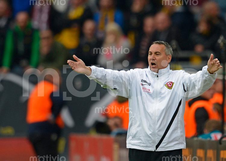 Fussball, 2. Bundesliga, Saison 2012/13, SG Dynamo Dresden - SC Paderborn, Freitag (03.05.13),  Dresdens Trainer Peter Pacult.