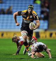 James Gaskell of Wasps goes on the attack. Aviva Premiership match, between Wasps and Gloucester Rugby on November 8, 2015 at the Ricoh Arena in Coventry, England. Photo by: Patrick Khachfe / Onside Images