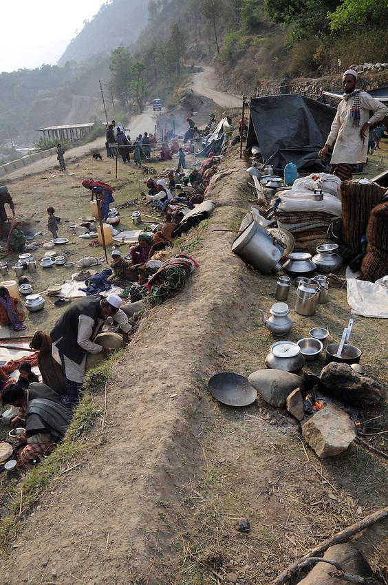 Van Gujjar families camped together along the Bhagirathi River